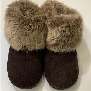 Nearly New Isotoner Slippers Indoor/outdoor